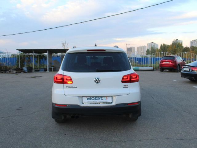 Купить б/у Volkswagen Tiguan, 2013 год, 150 л.с. в России